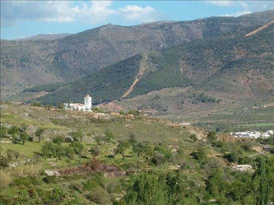 Laujar de Andarax, Spain: Vista de la villa desde una ruta por el monte muy chula