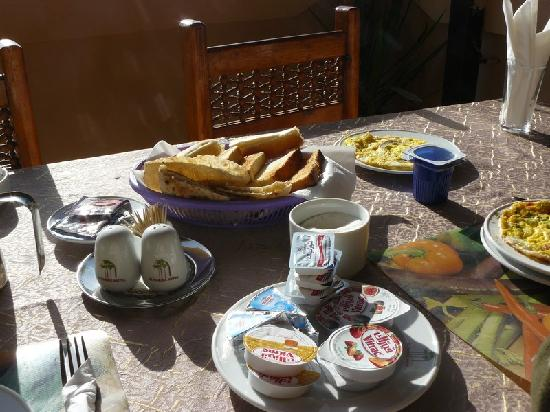 El Nakhil Hotel & Restaurant: Le petit-déjeuner