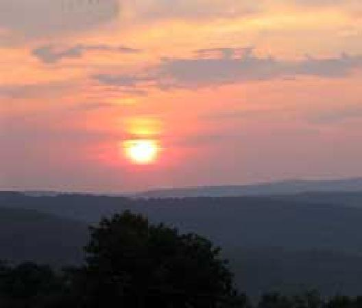Chester, AR: Sunsets and sunrises on the mountain are mystical.