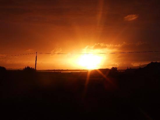 Elmgrove Bed & Breakfast: Sunset at Elmgrove B&B
