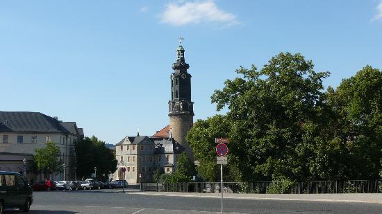 Schlossmuseum: Das Schloss von der Stadt her gesehen.