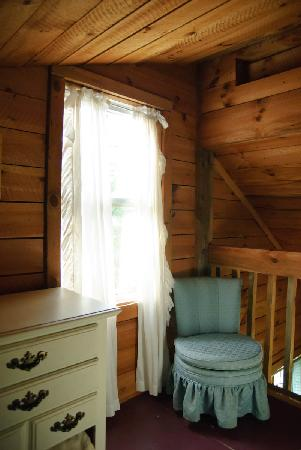 Broadwing Farm Cabins: Loft window dresser and chair.
