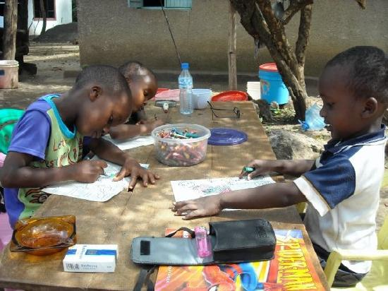 Ujamaa Hostel : Volunteering