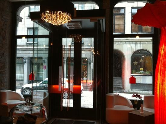 Le Petit Hotel: l'entrée