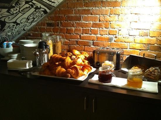 Le Petit Hotel: petit déjeuner