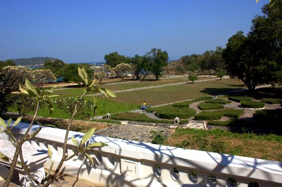 Ko Si Chang Island: Royal Palace Landscaped Gardens