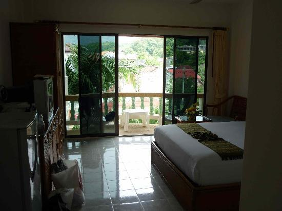 Palmview Resort Patong Beach: first entering the room