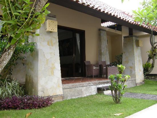Pondok Ayu: Suite Porch area