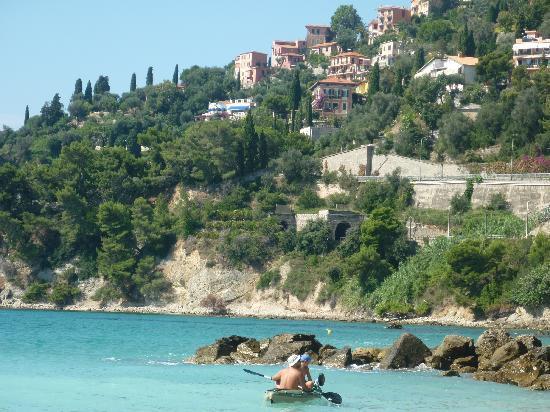 Ventimiglia, Italië: Der schöne Weg zum Strand