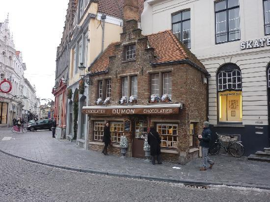 La Galleria: The only 'real' chocolate shop in Bruges. Not to be missed.