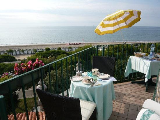 Villa Gabriella: breakfast in terrazza