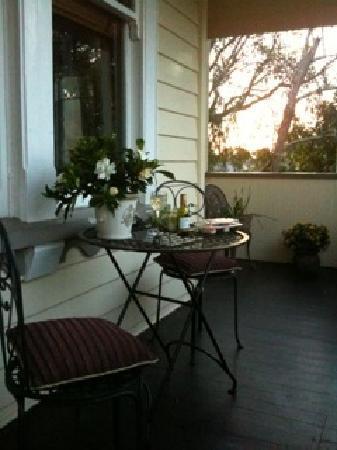 Eden Park Bed & Breakfast: Veranda