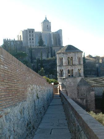 Girona, Spanyol: Cathedral from the wall