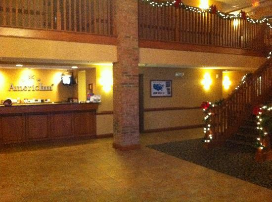 Country Inn & Suites: Front Desk