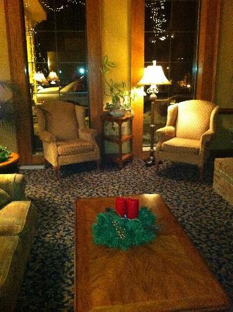 AmericInn Lodge & Suites Jonesborough: Lobby Sitting Area
