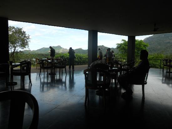 Heritance Kandalama: Center wing cafe