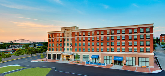 Residence Inn Portsmouth Downtown/Waterfront: Exterior & Conference Center