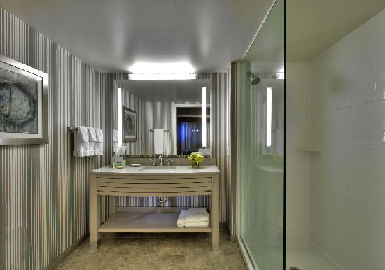 Residence Inn Portsmouth Downtown/Waterfront: Guest Bathroom