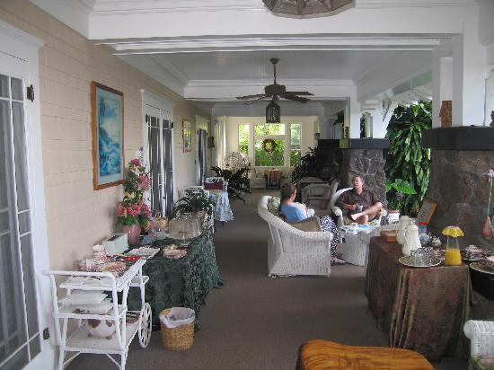 Manoa Valley Inn: The viranda