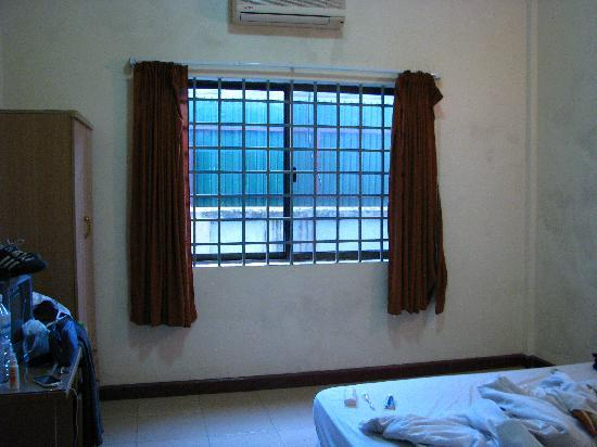 No Problem Villa : Bars in window and the wall just in front of. Notice the 'cleanness' of walls inside.