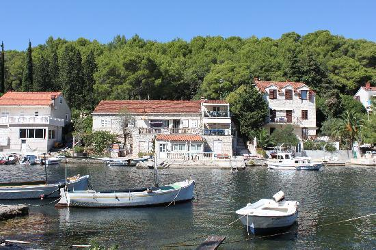 Korcula Waterfront Accommodation: The apartments are at the right-hand end of the building in the centre