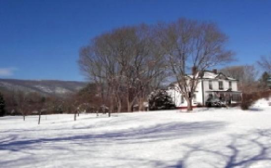 Afton Mountain Bed & Breakfast: Winter