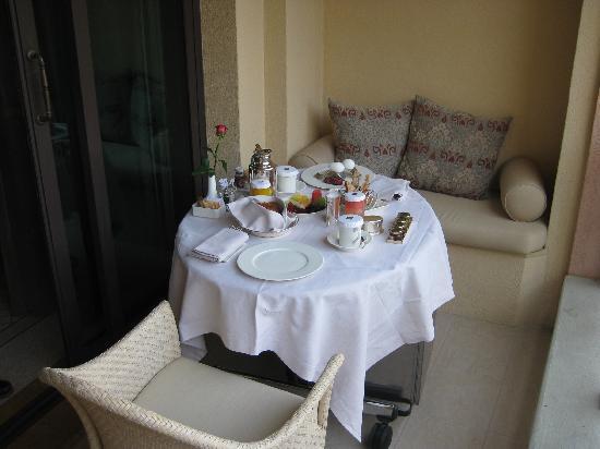 Shangri-La Hotel, Qaryat Al Beri, Abu Dhabi: Balkon