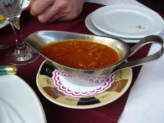 Maxime Restaurant: La sauce à l'ail(Garlic sauce): un délice...