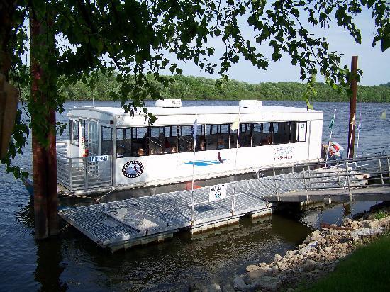 Mississippi Explorer Cruises: THe Mississippi Explorer Riverboat