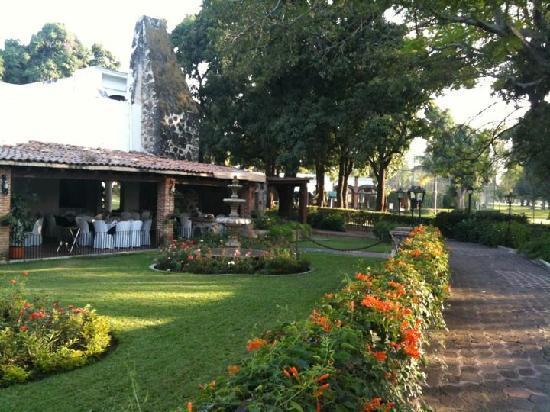 Hotel Hacienda Cocoyoc: Path towards a restaurant