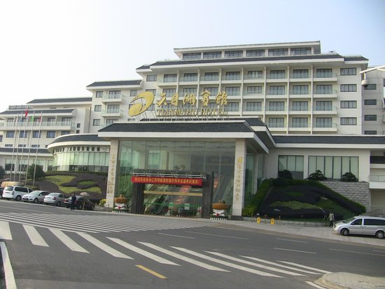 Yixing Hotel: The exterior .
