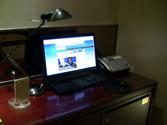 Yixing Hotel: The workstation - Computers included