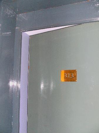 "Hotel Maubeuge Gare Du Nord : a ""fire"" door?"