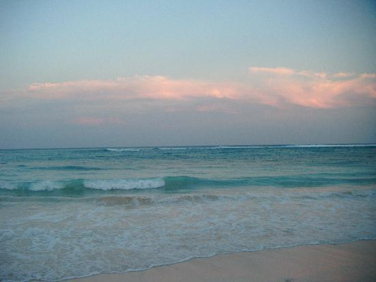 Grand Palladium Riviera Resort & Spa: The waves