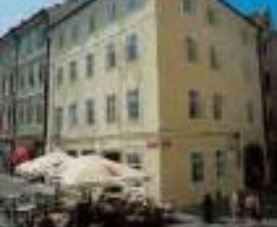 Hotel Lippert: Cerna Liska (Black Fox) Thumbnail