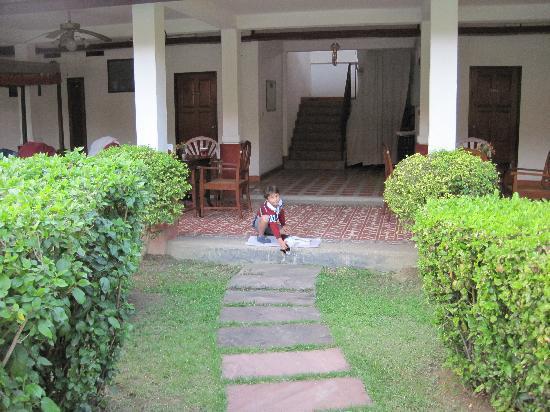 Karinthip Village: Gato del hotel