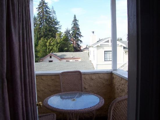 Rose Garden Inn: View from 2nd floor room's balcony