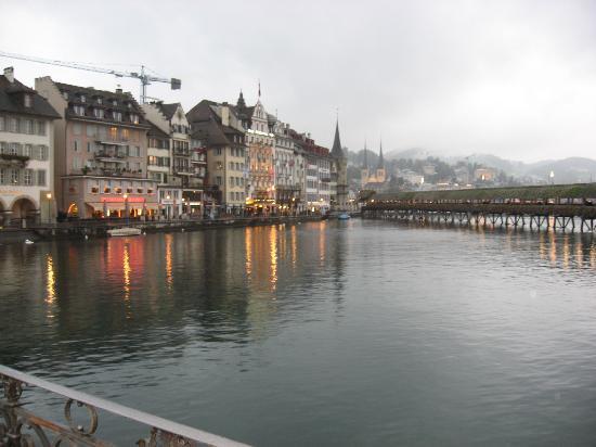 Boutique Hotel weisses Kreuz: Hotel from Bridge