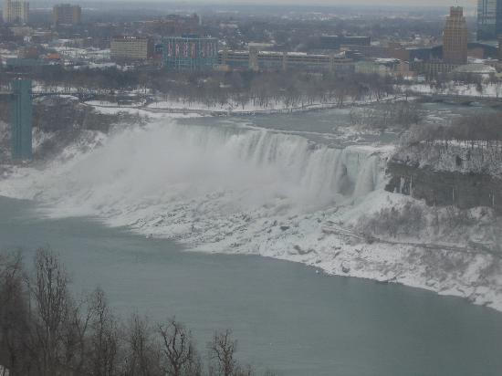 Oakes Hotel Overlooking the Falls: American Falls from Room 3x