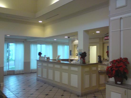 Hilton Garden Inn McAllen Airport: unfriendly front desk_ we felt totaly ignored