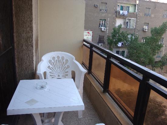 Mandarin Hostel: Balcony