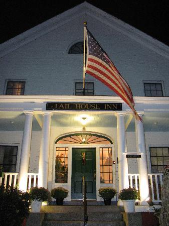 Jailhouse Inn: Front Porch