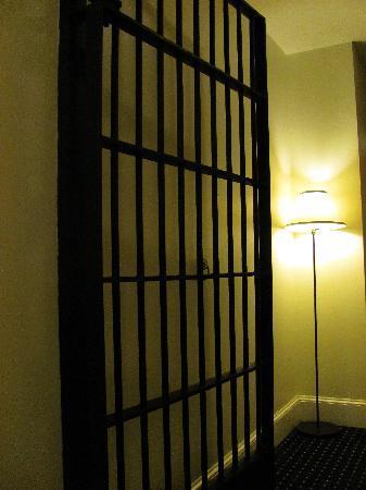 Jailhouse Inn: The hallway