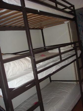 Hotel Station Zug: Triple Deck Bed