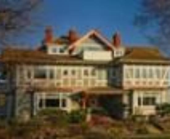 Dashwood Manor Seaside Bed and Breakfast Inn: Dashwood Manor Bed and Breakfast Thumbnail