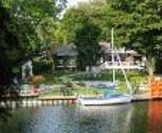 Betty and Tony's Waterfront Bed and Breakfast Thumbnail