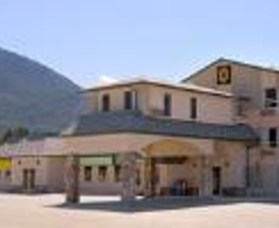 The Kanata Inns Invermere: Super 8 Invermere Thumbnail