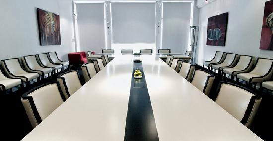 Chatham, Canadá: Conference Room - 'Taking Care of Business'