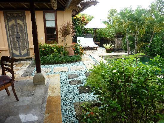 Four Seasons Resort Bali at Jimbaran Bay: garden