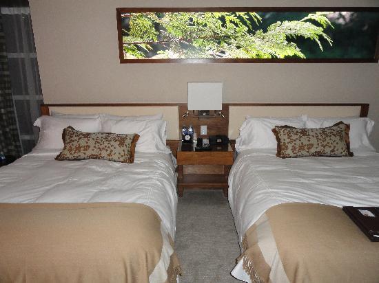 Fairmont Pacific Rim: Comfortable beds.